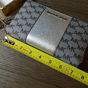 MICHAEL Michael Kors Bags - MICHAEL Michael Kors Wallet / Wristlet